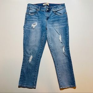 Seven7 Jeans with distress and capri length